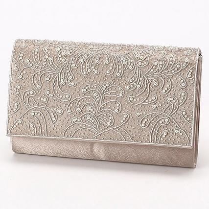 ビジュー刺繍フラップサテンクラッチバッグ