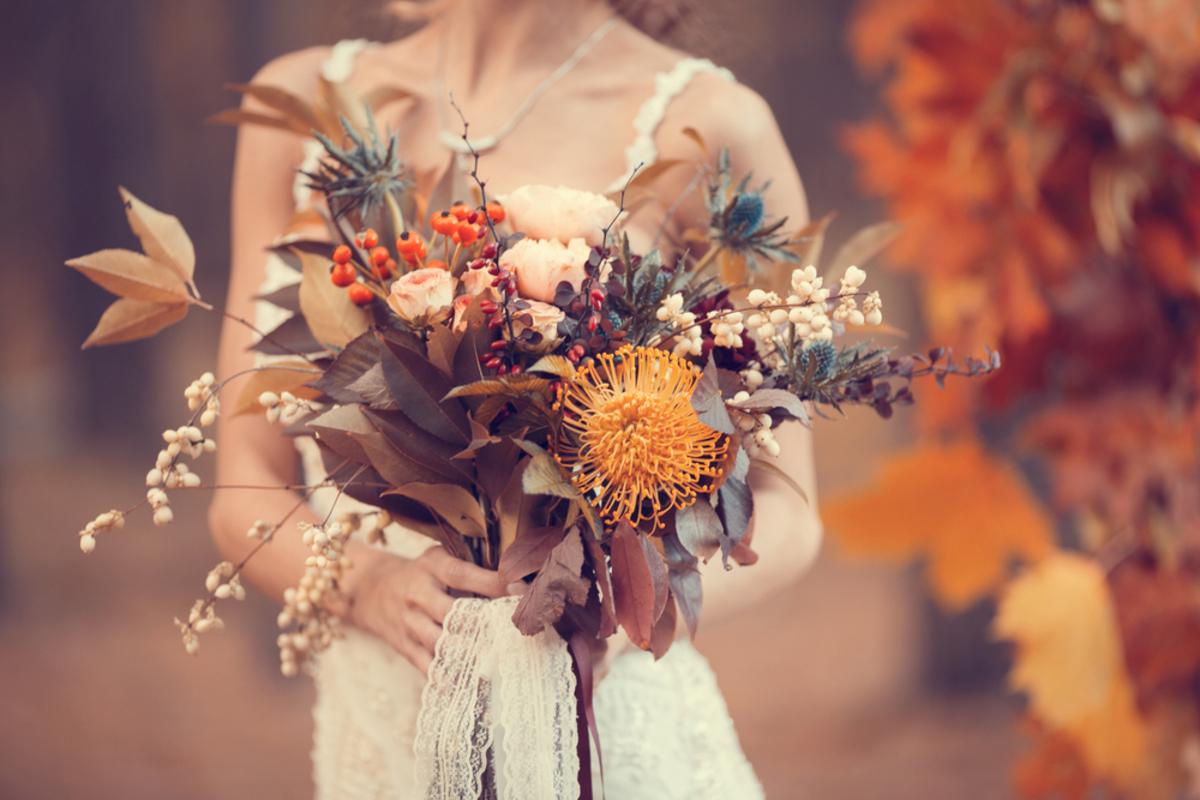 秋の結婚式の羽織りものは何がベスト?9月・10月・11月のおすすめはコレ