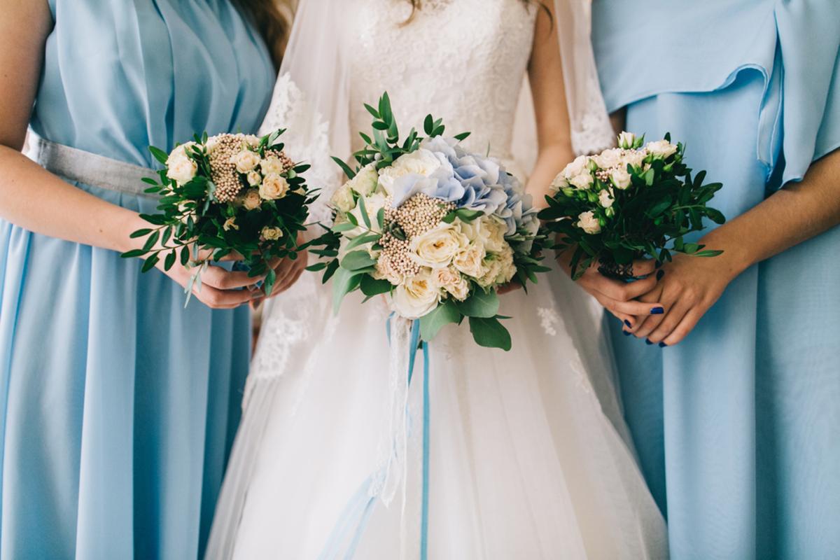 結婚式のお呼ばれドレスはどこで買うのが失敗しない?通販と店舗をそれぞれ徹底比較