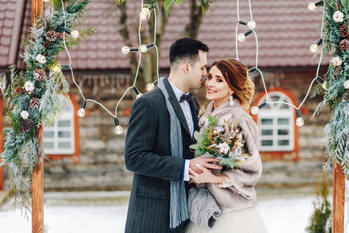 冬の結婚式、ドレスはどう着こなす?防寒できる素敵スタイルを詳しく解説!