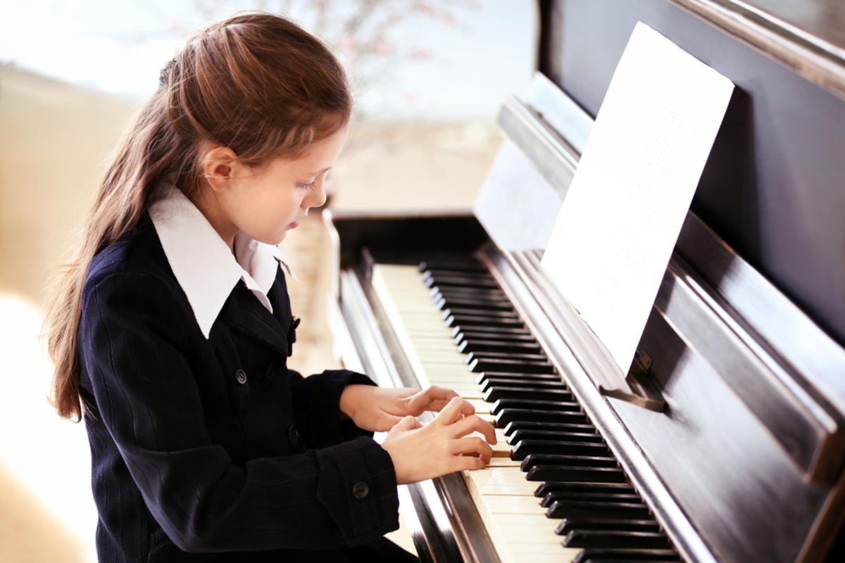【ピアノ発表会】シンプルな子供用ワンピース特集!衣装の選び方やNG例も解説!