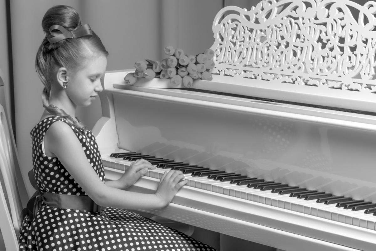 ピアノ発表会に最適な親の服装って?季節別に母親・父親のコーデのポイントを解説!