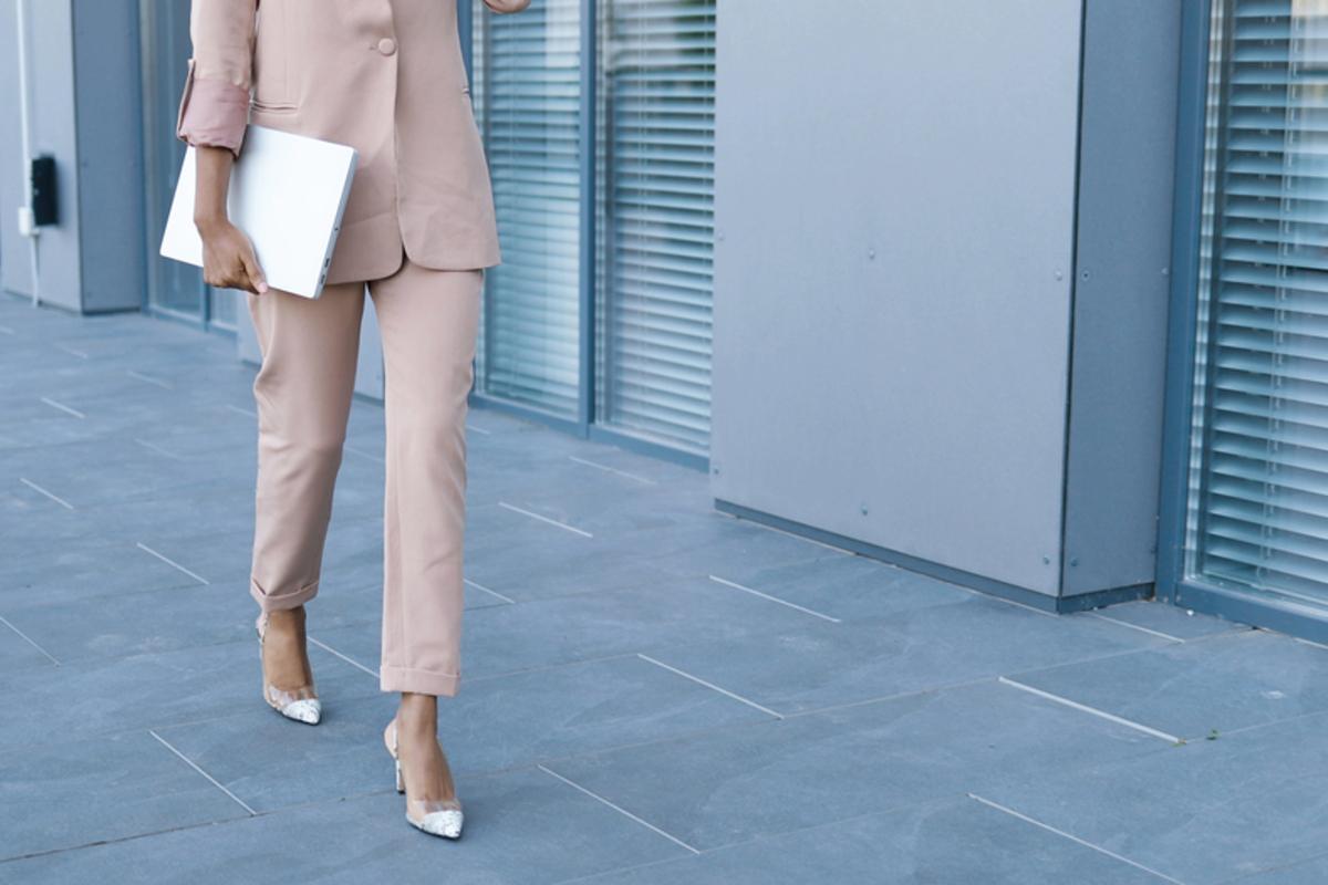 入学式用スーツの人気ブランドは?母親向けに年代別のおすすめをご紹介!