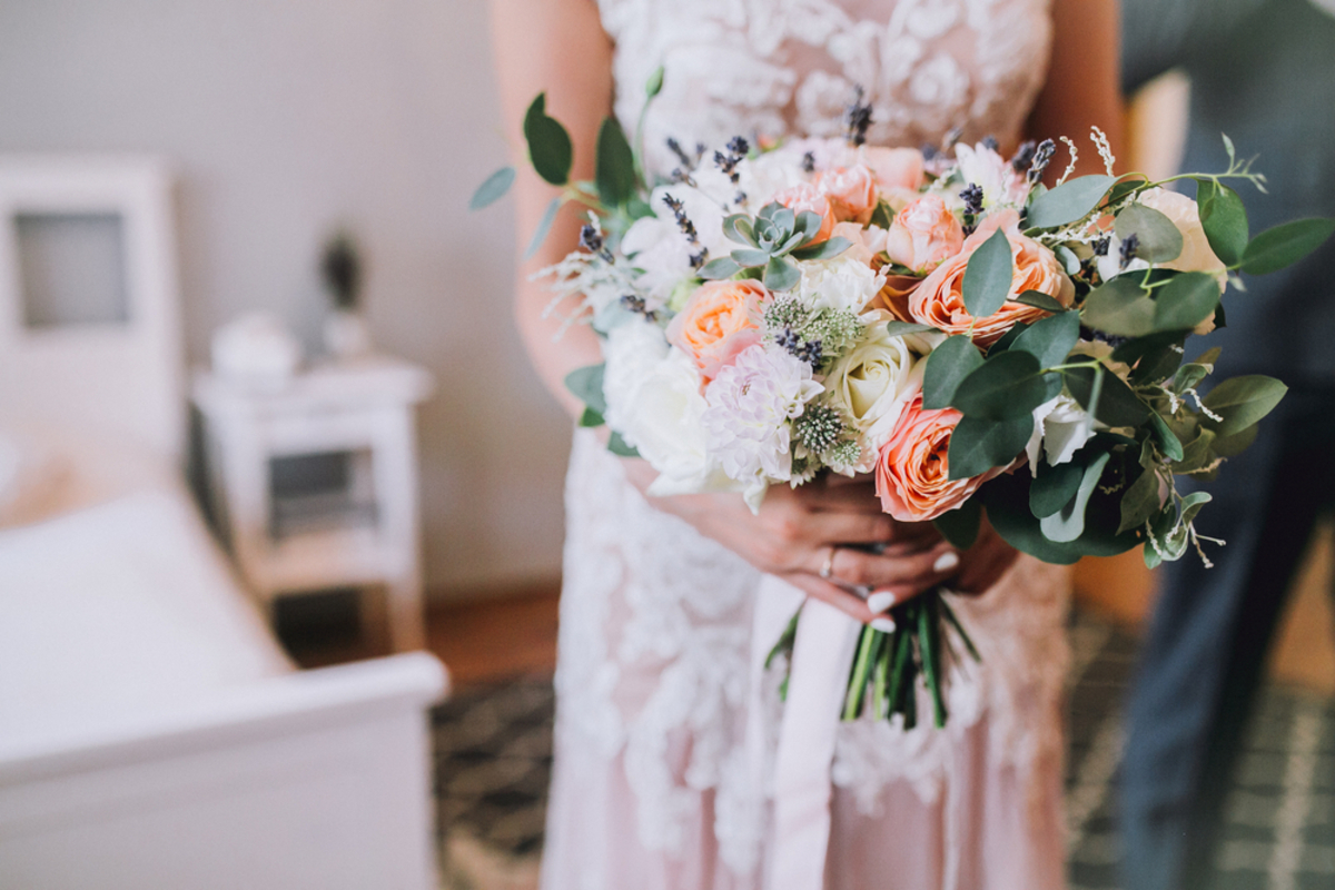 結婚式にNGなアクセサリーはコレで確認!マナーを守ったおすすめ商品もご紹介