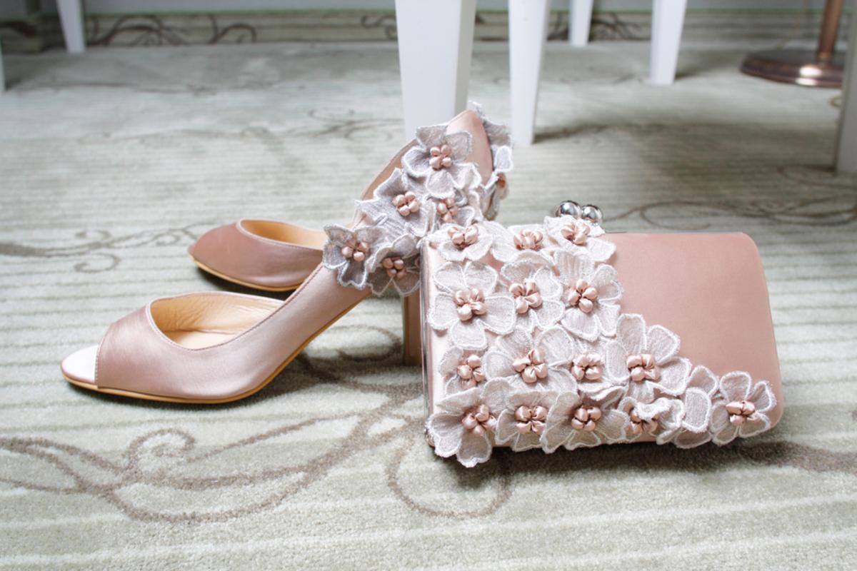 結婚式お呼ばれバッグのマナーをチェック!失敗しないための選び方をご紹介