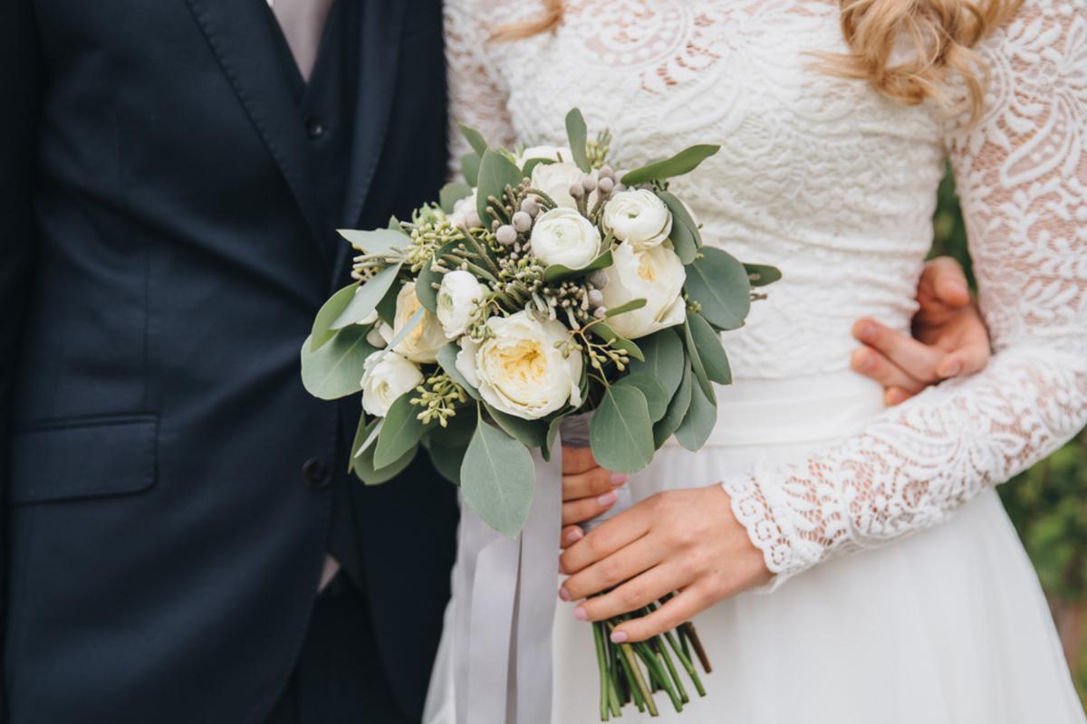 結婚祝いのメッセージは何を書くべき?喜ばれる一言例文とマナーもご紹介