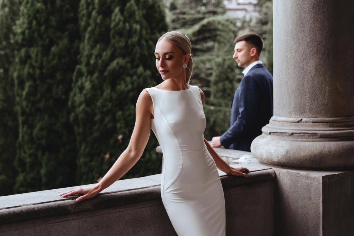 ドレス姿の女性