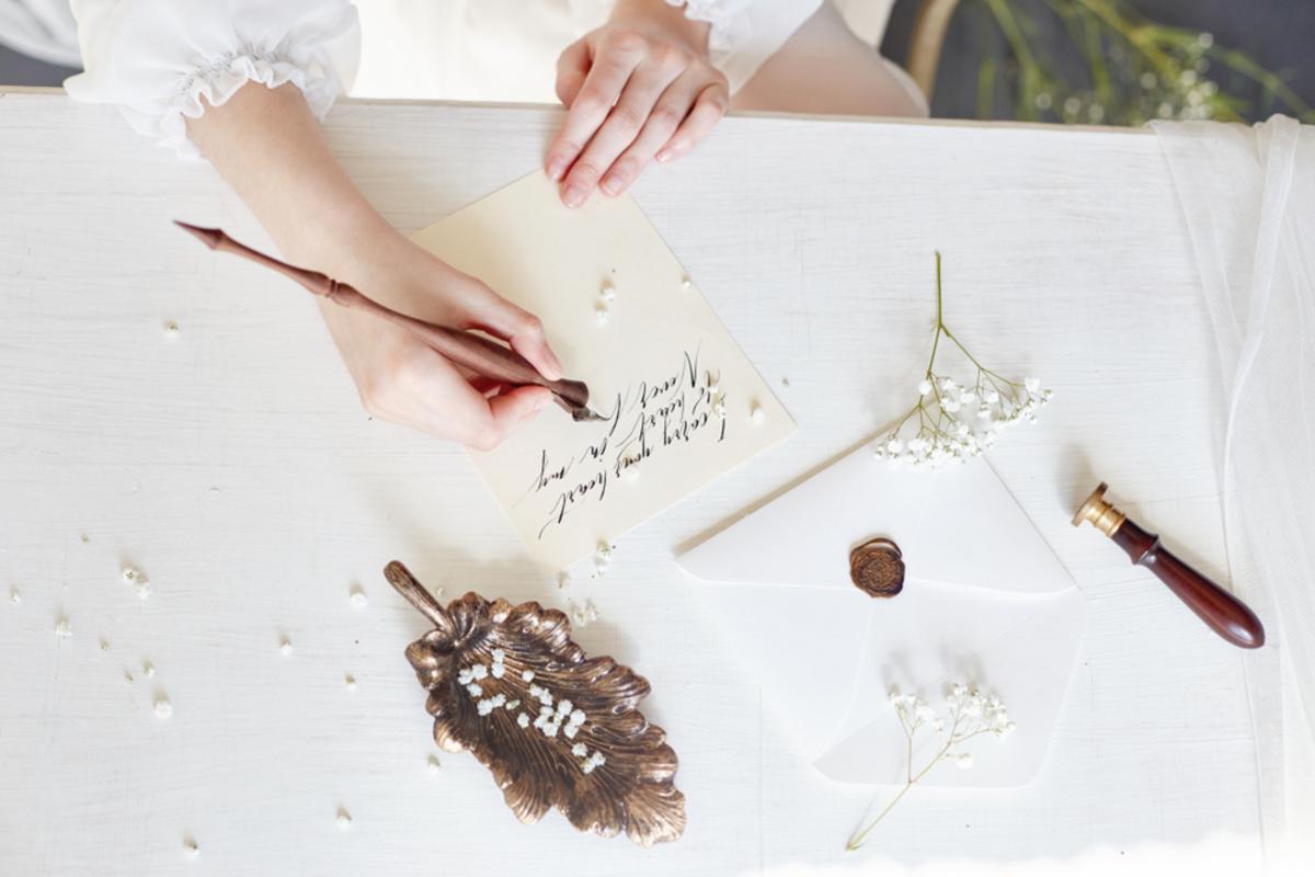 結婚式の「ゲストカード」とは?書き方マナーとメッセージの例文をご紹介