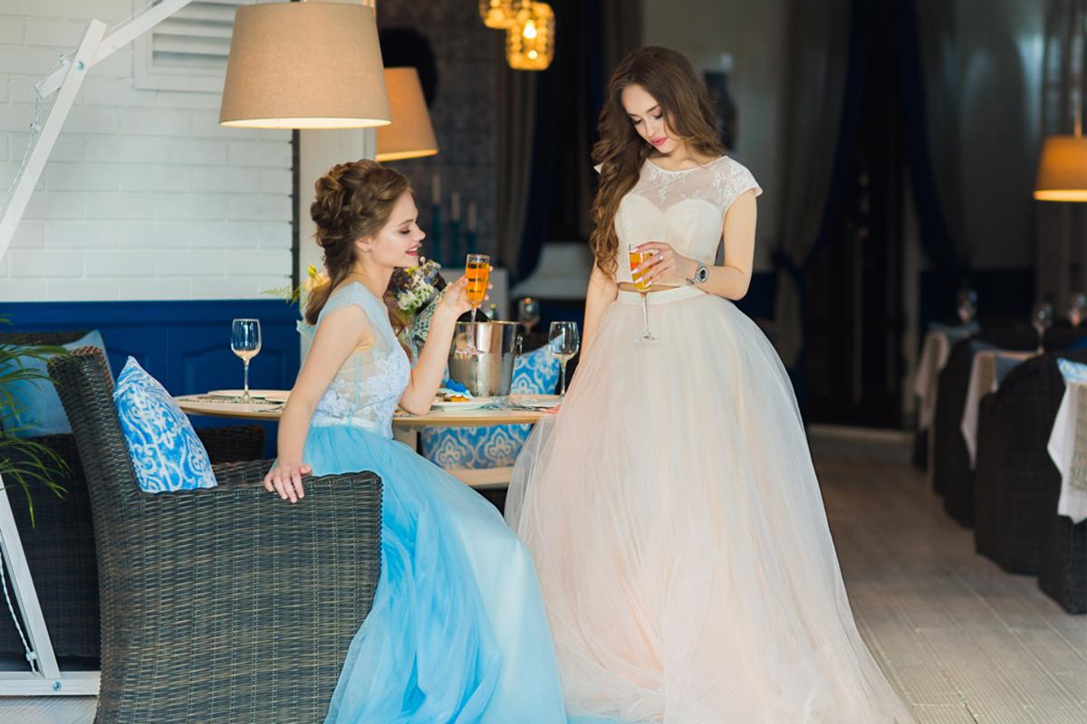結婚式のお呼ばれにロングドレスはOK?気をつけるべきマナーのポイントを解説