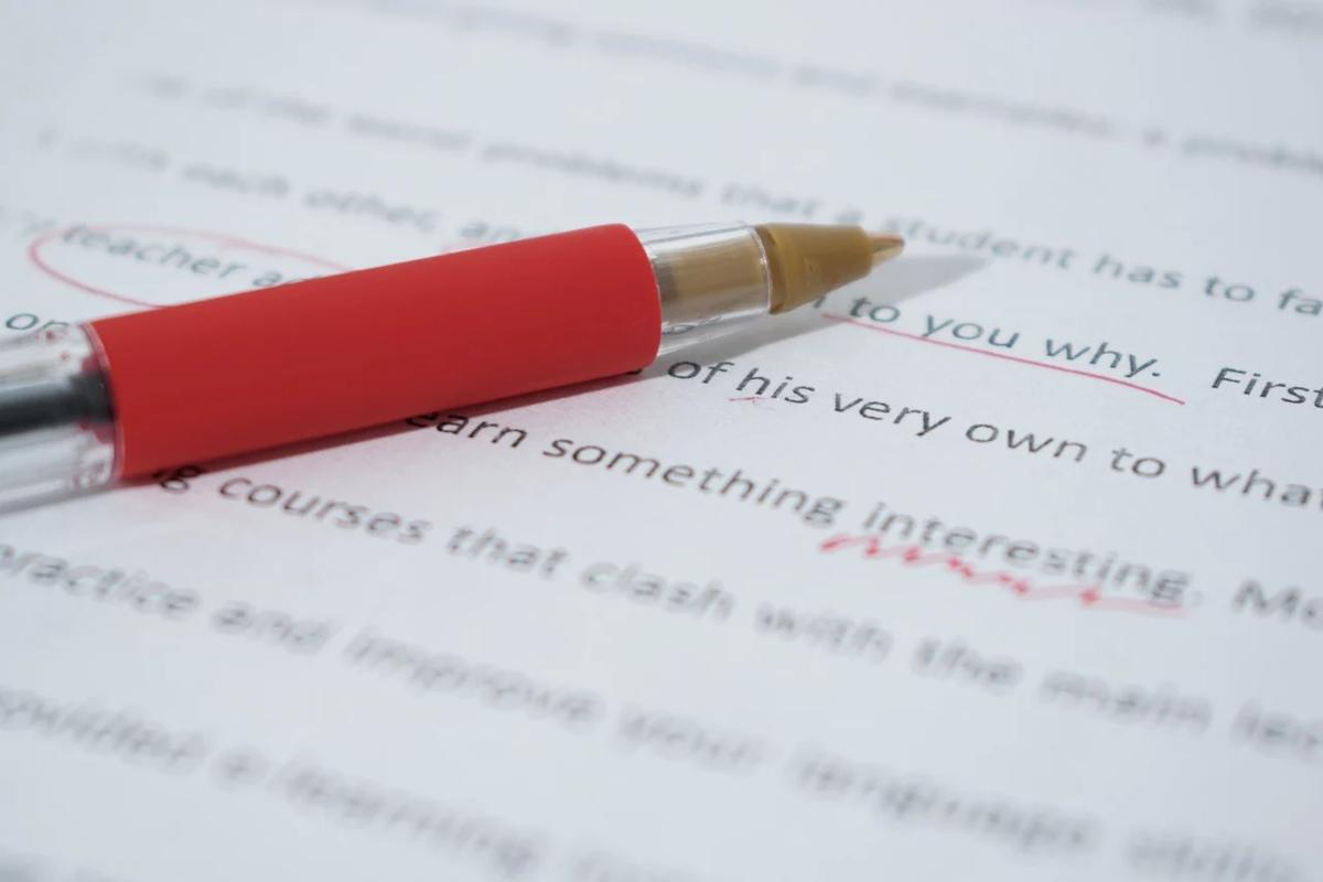 赤ペンで記事を修正