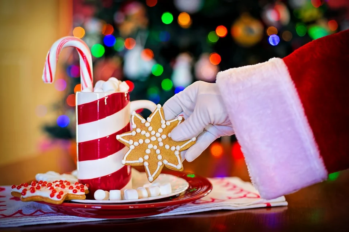 クリスマスのミルクとクッキー