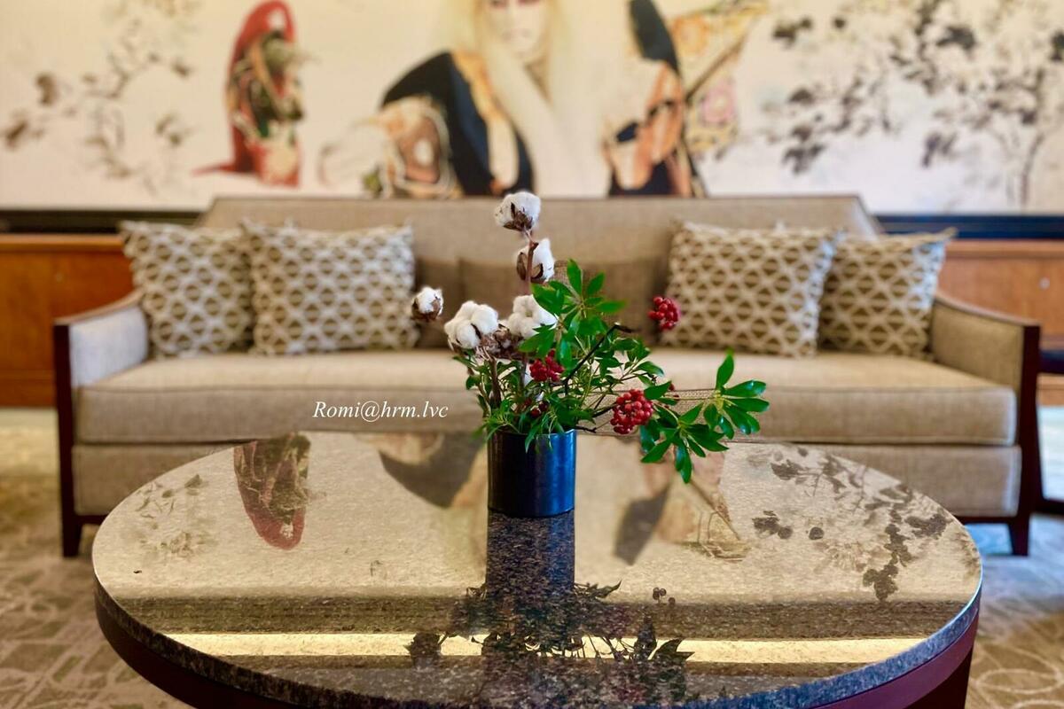 市川團十郎さんの歌舞伎絵と季節のお花