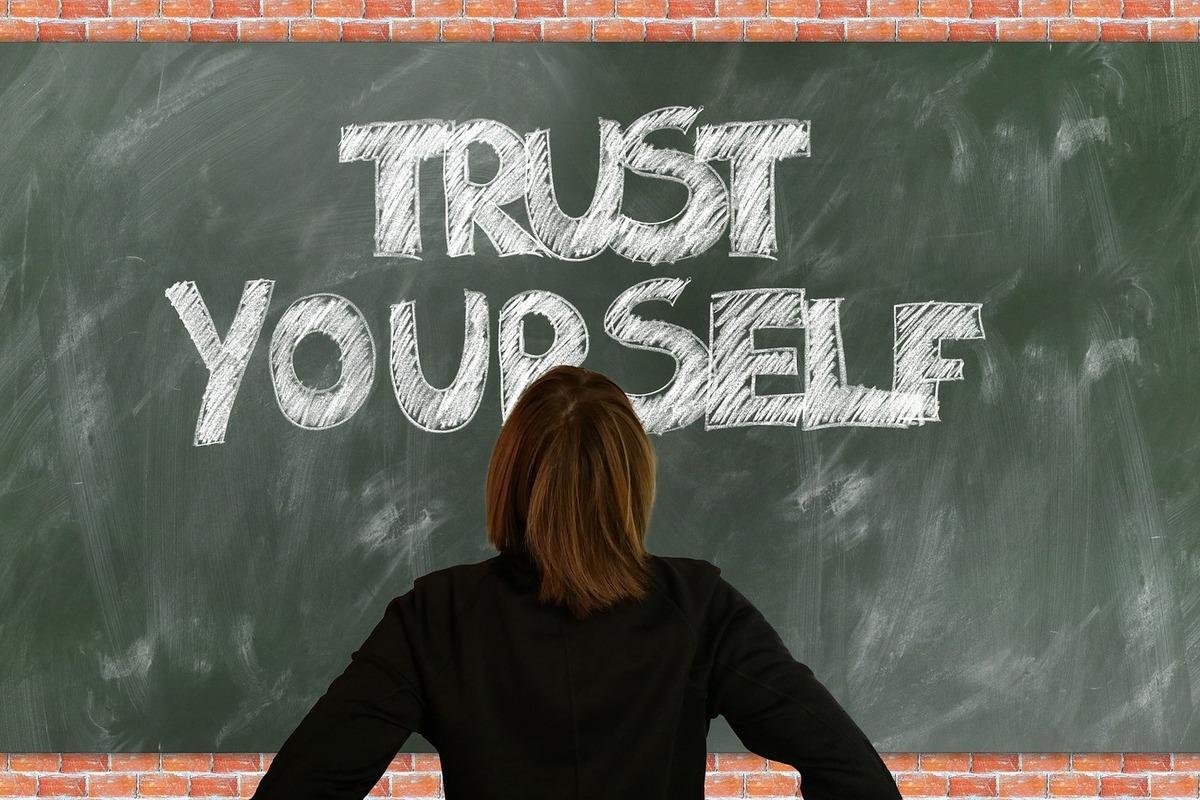 自分に自信がなくて落ち込む方へ。自信を持てるようになるヒント
