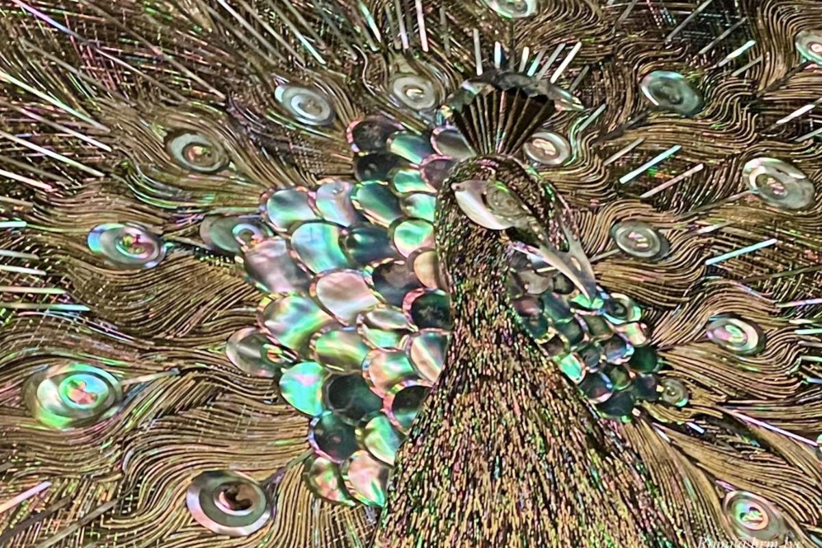 孔雀模様の螺鈿細工