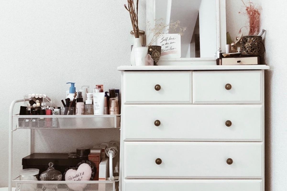 大公開!美容マニアのリアルなコスメ収納術。溢れる化粧品をまとめるコツを伝授!