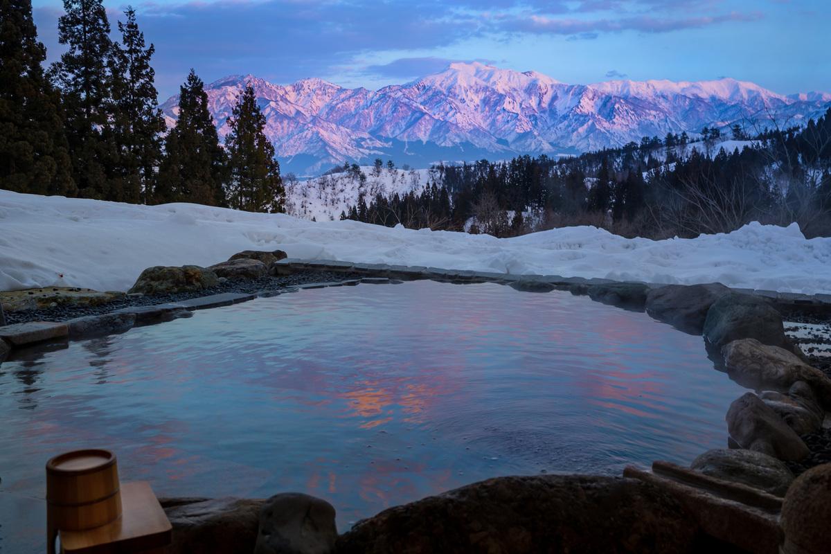 SDGsを体感する絶景雪見温泉宿「里山十帖」の雪国ガストロノミー