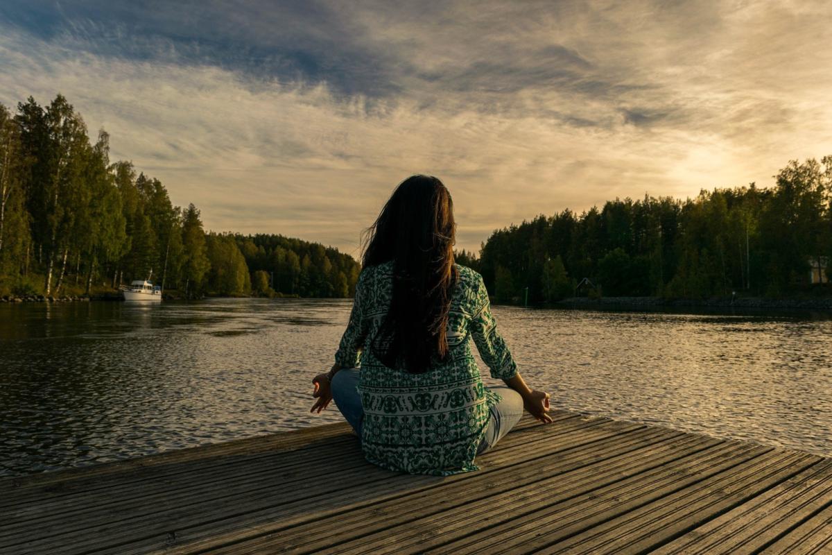 人生の質を上げる瞑想のヒミツ。集中し、凝り固まった心と体を解放しよう入門編