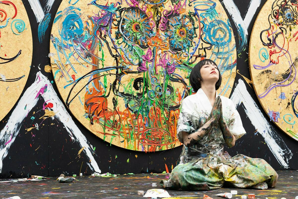 アーティスト小松美羽 身延山久遠寺で日蓮聖人生誕800年祈念ライブペイントに挑む