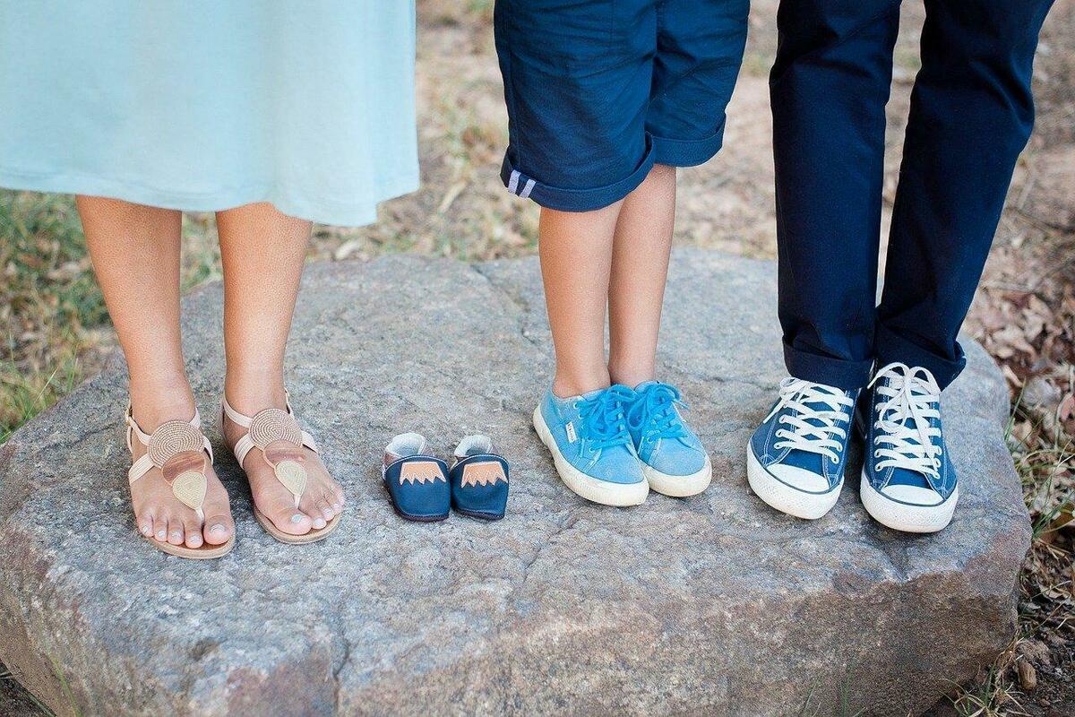 家族の足元