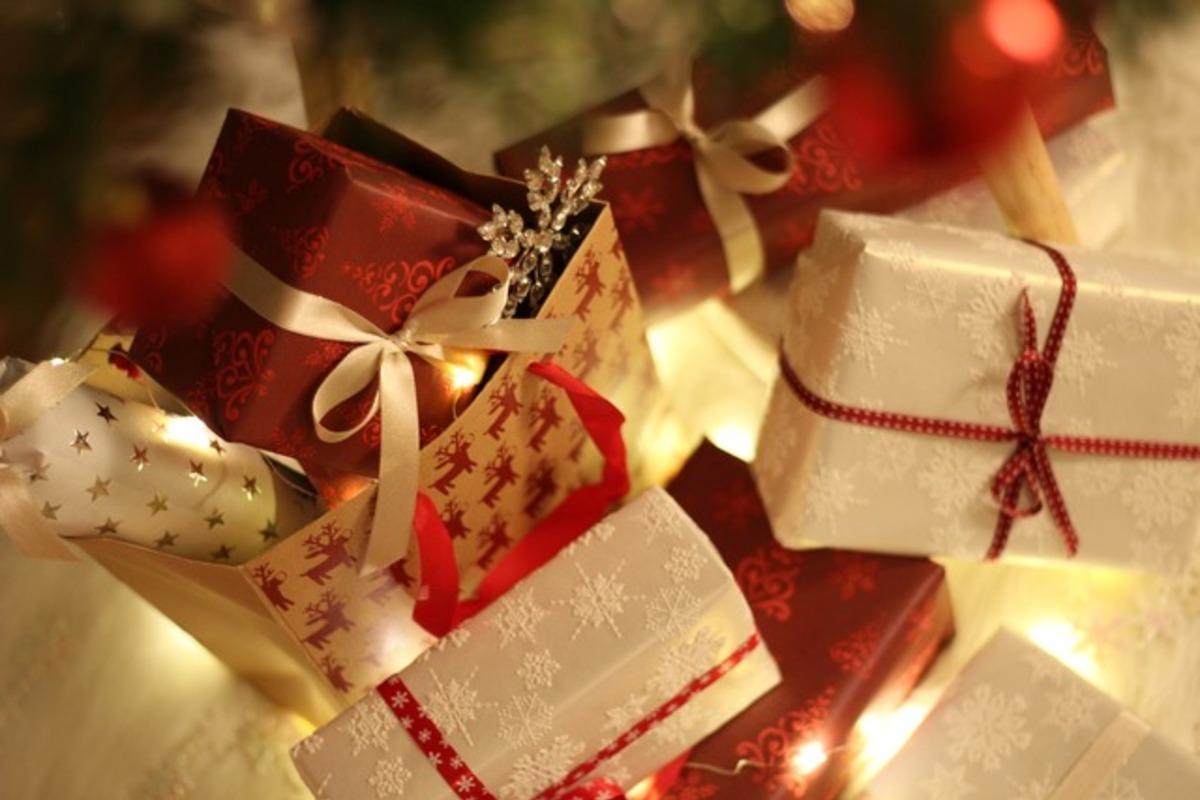 感性が欲しいと訴える。2020年の人気クリスマスコフレ&限定品を予想