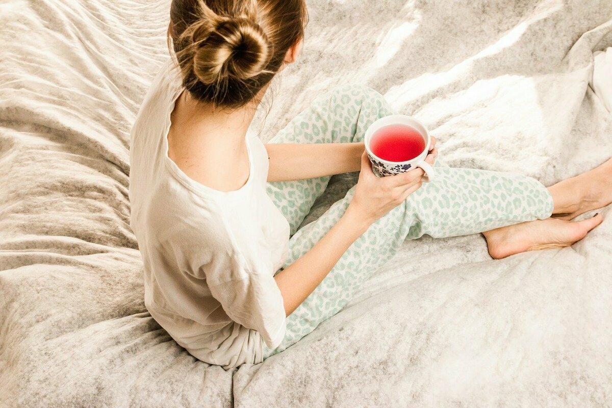 寝る時にナイトブラは着けるべき?着用の意味やデメリットから必要性を考える