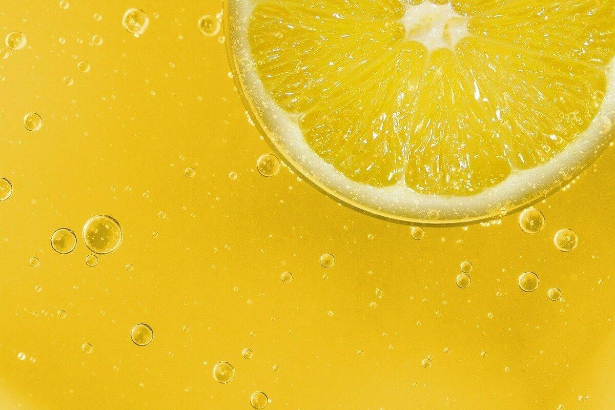 イルミネイティング色のレモン