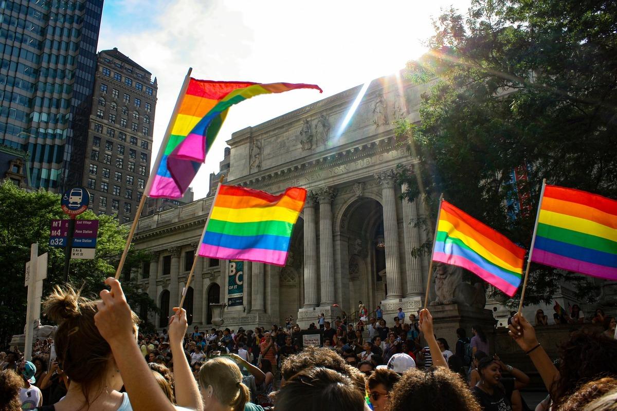 LGBTへの共感者、アライ(ALLY)とは。その在り方と支援の具体例をご紹介