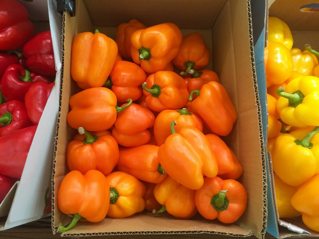 段ボールの中の野菜