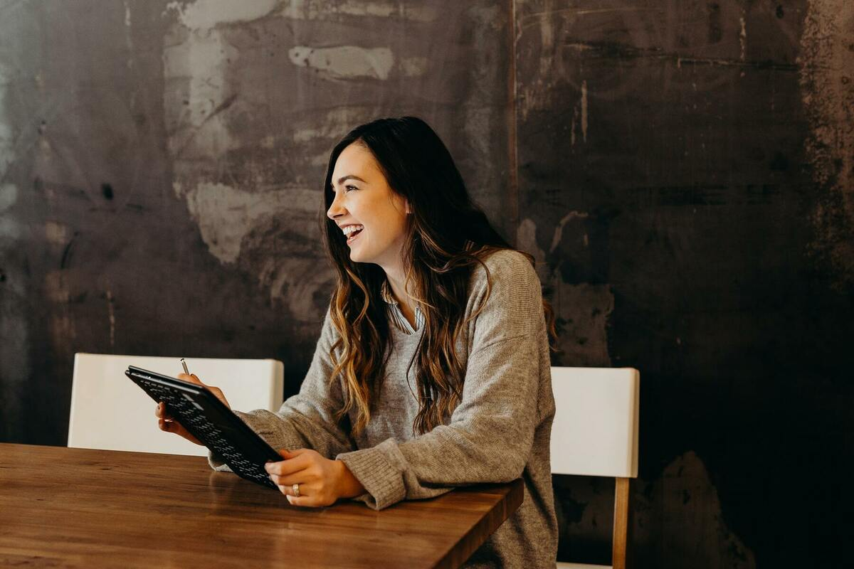 女性が働きやすい職場の特徴&取り組みを解説。現代社会に必要な仕事環境とは