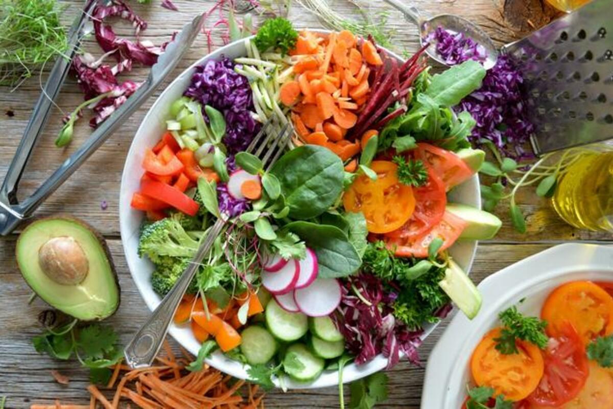サラダに入れるだけで華やかに見えて栄養価upのヘルシー食材