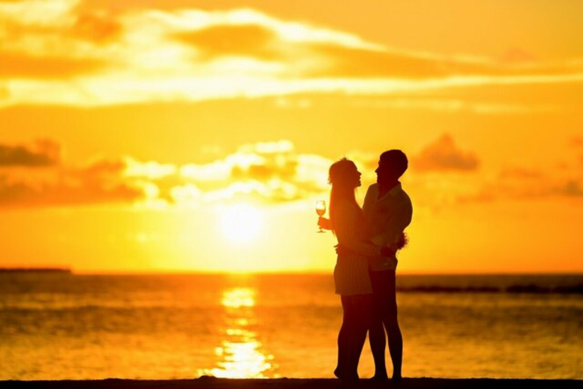 夕日と恋人同士