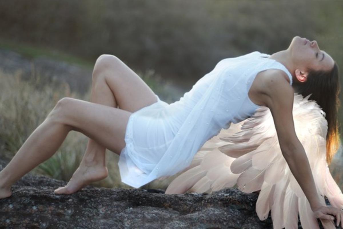 翼の生えた女性