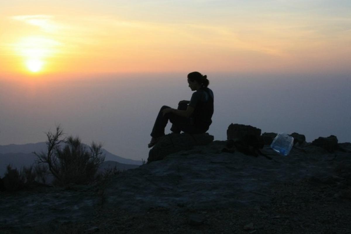 山登りする女性