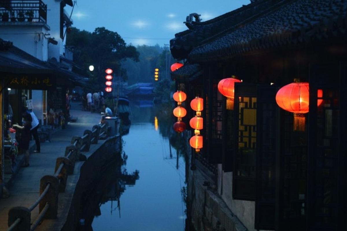 中国 シータンの水郷の街