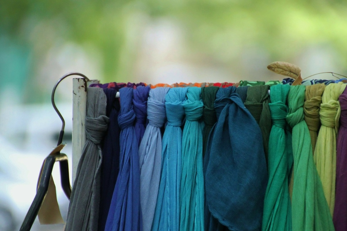 緑や青の刺繍糸