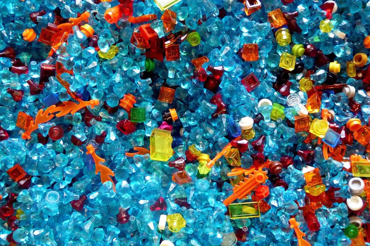 マイクロプラスチックの問題を分かりやすく。被害を食い止めるため私達に出来ること